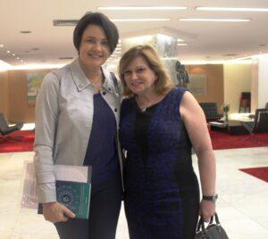 A presidente do PSDB Mulher São Paulo, Nancy Ferruzzi Thame e a nova coordenadora de Políticas para Mulheres do Estado, Teresa Kodama em evento sobre mulher e política, na ALESP Foto: PSDB-Mulher SP