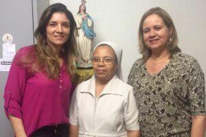 Irmã Benedita Loz entre Lucyleia Marinho e Valéria Simonetti Marinho, vice-presidentes do PSDB-Mulher RN