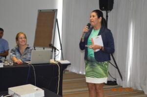 Thelma de Oliveira fala às participantes convoca as mulheres para a Campanha 50%/50%