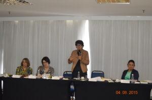 Mesa durante fala de Eliana Piola