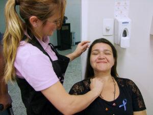 Parcerias com marcas de beleza, promoção de desfiles e outras ações já aconteceram para melhorar a autoestima de pacientes com câncer