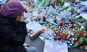 Paris(França) Homenagens as pessoas mortas nos ataques terroristas a capital francesa (Giselle Garcia/Agência Brasil)