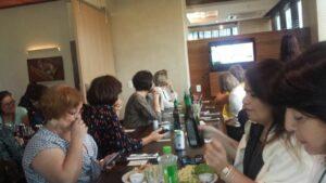 A Executiva do PSDB Mulher Nacional, de olho na Lava Jato até durante o almoço