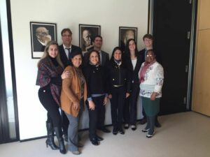 Equipe da Konrad Adenauer com as participantes do curso em Berlim