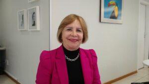 Terezinha Nunes sorrindo entrevista