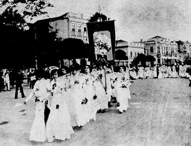 Passeata feminista no início Rio de Janeiro - Arquivo Biblioteca Nacional